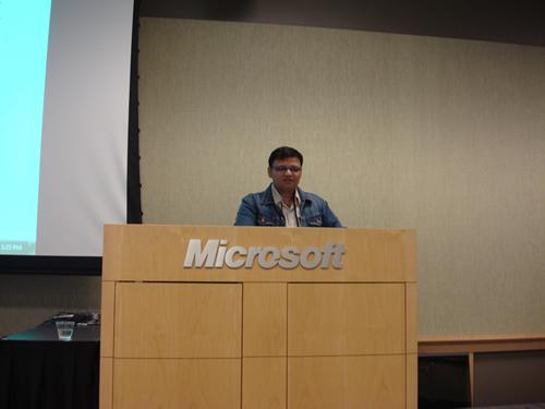 SQLAuthority News - MVP Summit 2009 - Day 2 - Most Contributing MVP of Year DSC03559
